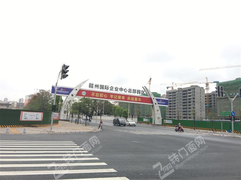 开发区国际企业中心东江源大道小区门口临街的营业餐馆转让